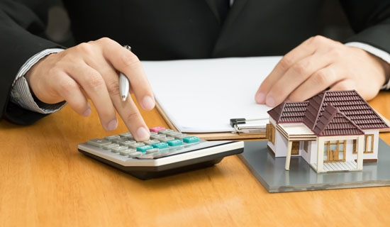 Domiciliation des revenus et prêt immobilier : doit-on verser son salaire dans la banque qui accorde le prêt ?